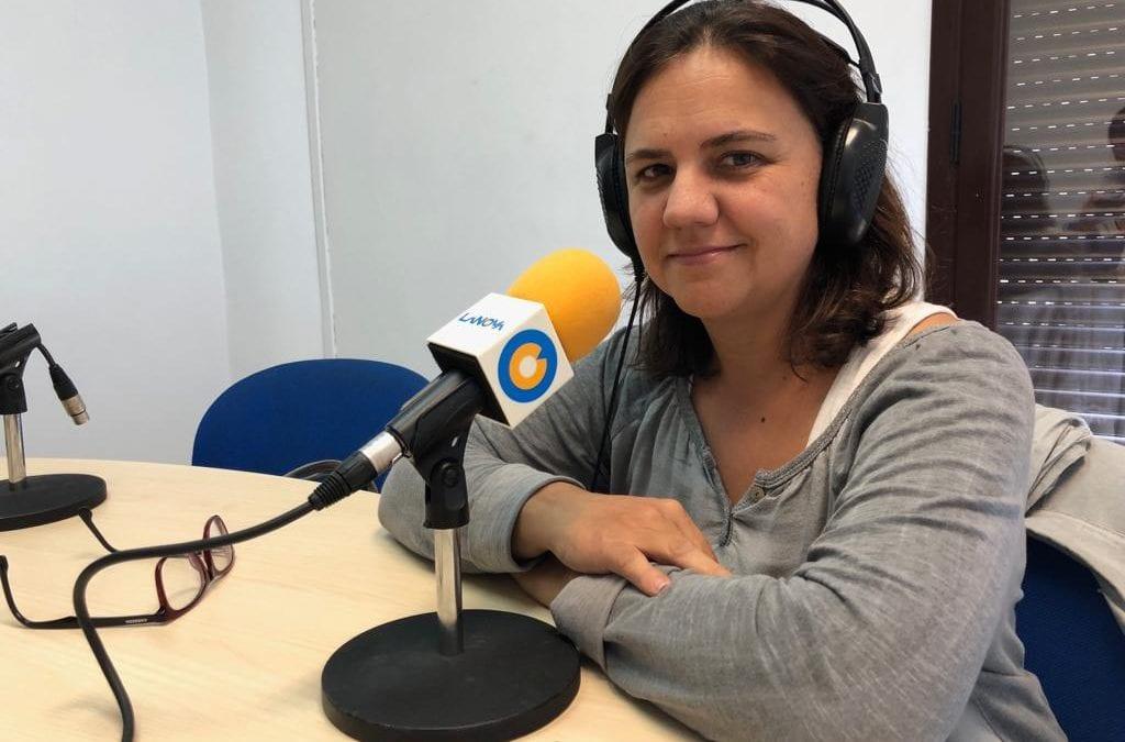 """🔊 Descobrim la feina de les bibliotecàries al """"Carrer Major"""" amb Montserrat de Anciola del Centre de Lectura"""