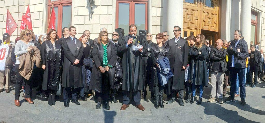 🔊 Discurs dels Advocats Voluntaris 1O de Reus durant la concentració dels Avis i àvies de Reus per la Llibertat del 21F