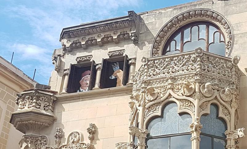 📷 FOTOS: La Casa Navàs de Reus es guarneix per la Festa Major de Sant Pere