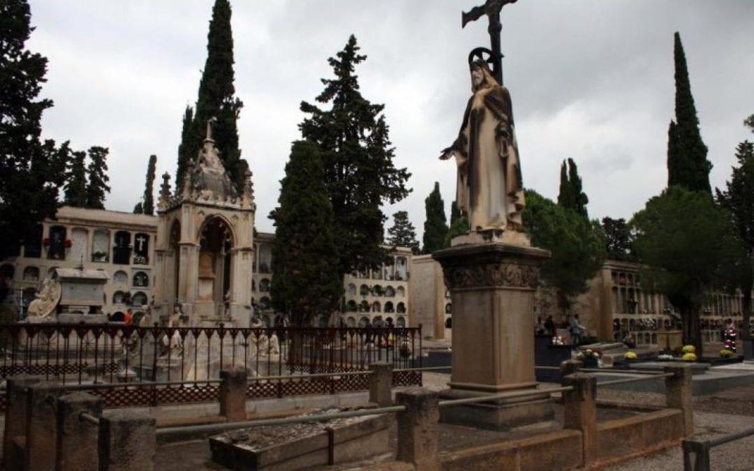 """🔊 Montserrat Flores: """"En el nostre entorn no és normal tenir un cementiri amb tantes obres de vàlua artística com el de Reus"""""""