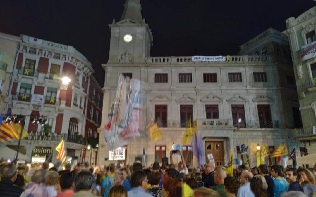 La Junta electoral dona 24 hores per retirar la pancarta dels presos del balcó de l'Ajuntament de Reus