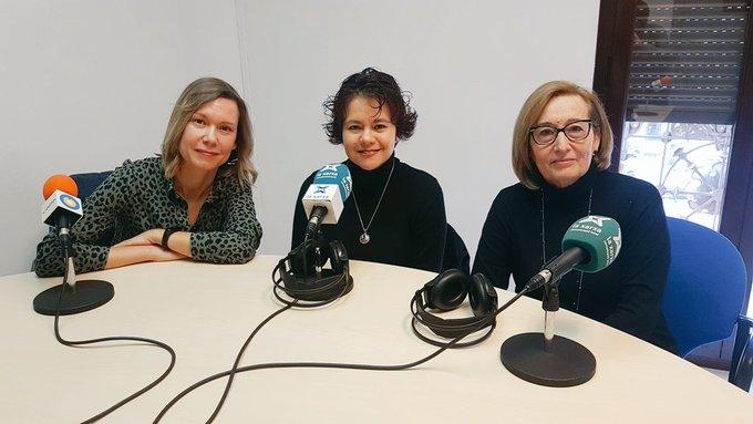 """🔊 Tertúlia """"Parelles lingüístiques"""" amb Oxana Mubarakshina, Constanza Beltran i Pilar Gavaldà"""