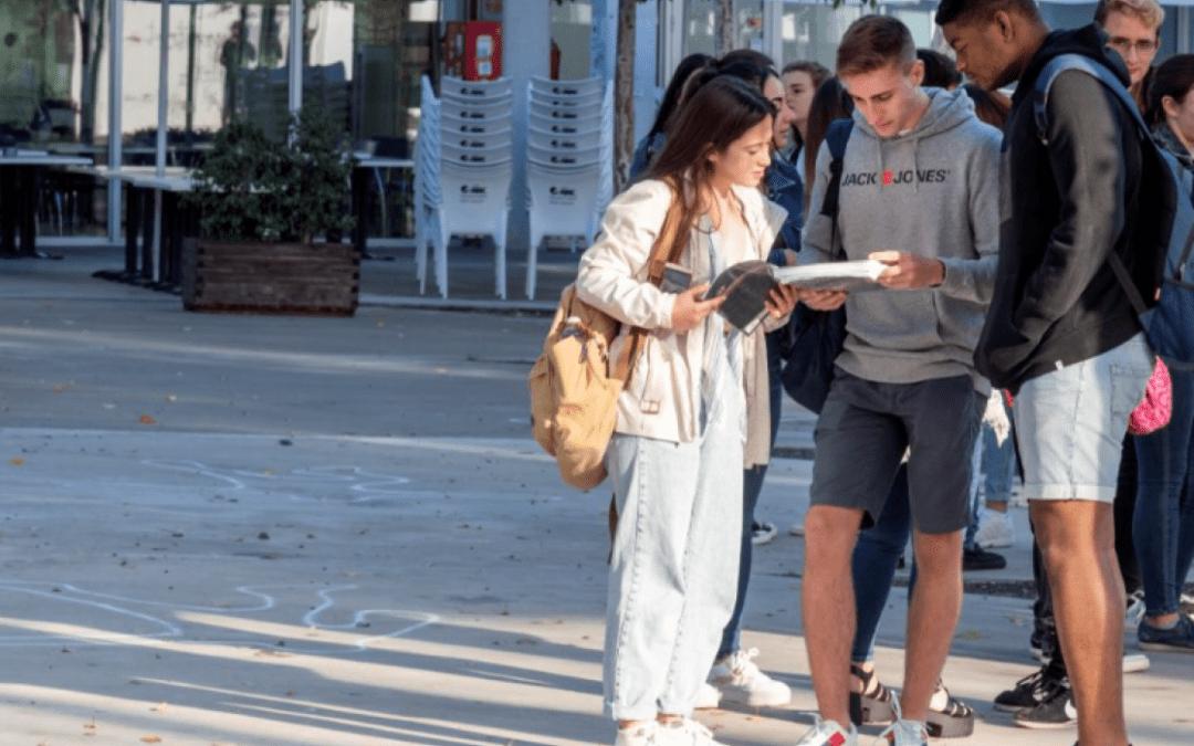 """🔊 Tertúlia """"El català a les universitats"""" amb Anna Gispert i Bernat López"""