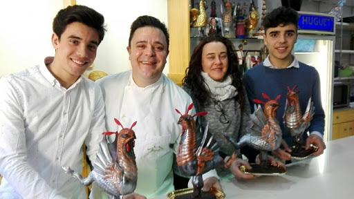 🔊 En Ramon de la Fuente de la Pastisseria Huguet ens ensenya a fer un Ou de Pasqua de xocolata des de casa