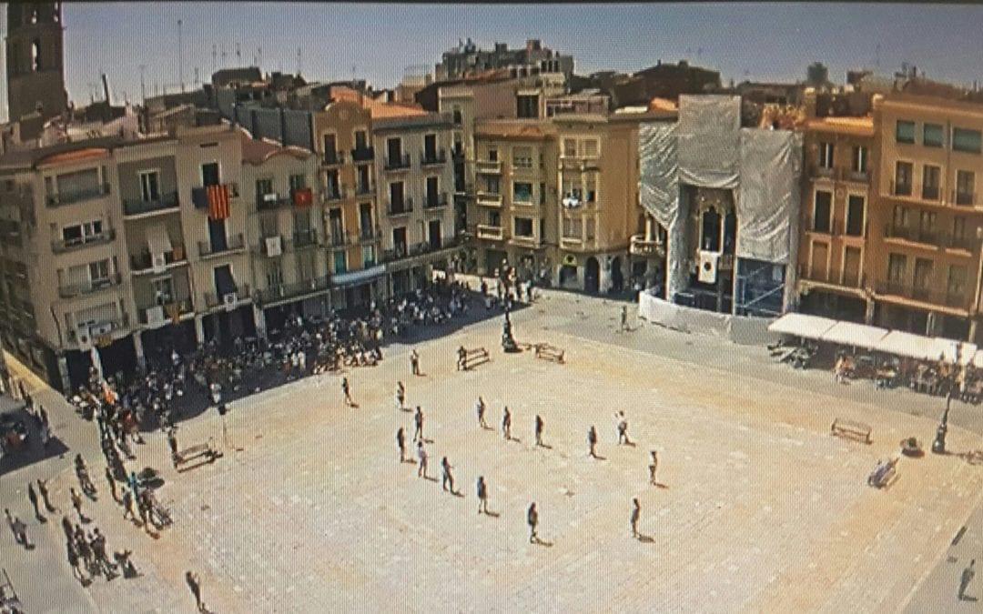🔊 Integrants dels elements festius de Reus surten al carrer per Sant Pere i protagonitzen els habituals balls de lluïment