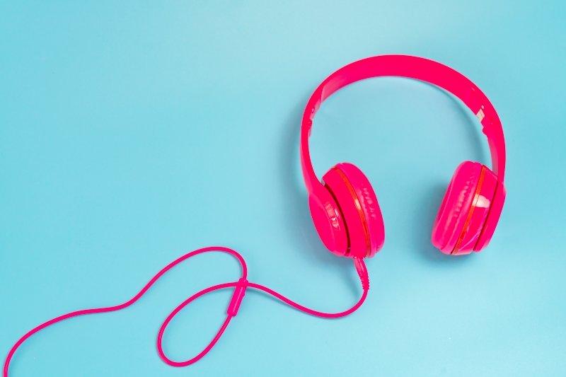 Quina música vols per Sant Joan i per Sant Pere? LANOVA Ràdio t'ofereix la selecció musical de les revetlles de la Festa Major de Reus!